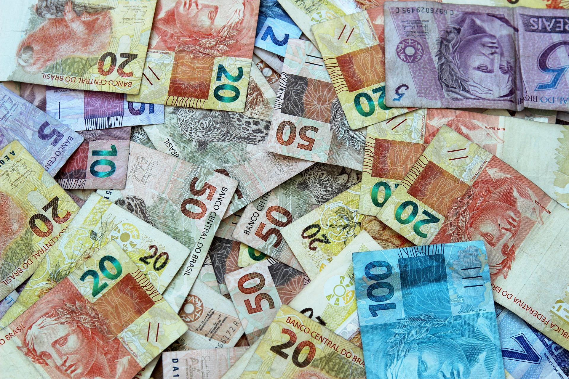 Novo salário mínimo em fevereiro 2021: confira o reajuste