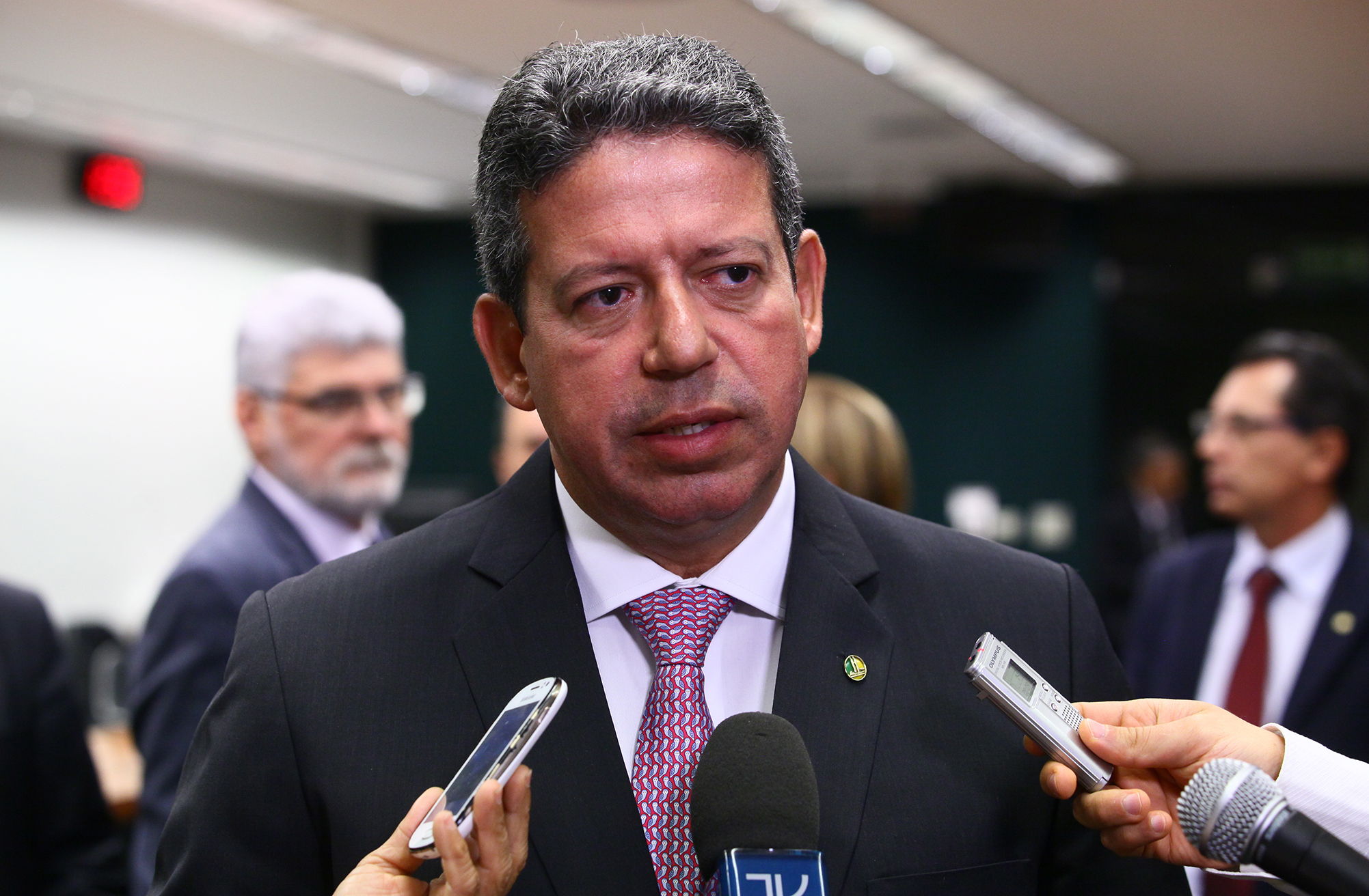 Read more about the article Desindexar o orçamento: Entenda proposta defendida por Arthur Lira e Paulo Guedes